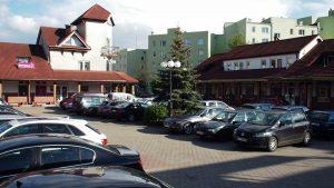 Pasaż handlowo-usługowy przy Morcinka: centralny plac