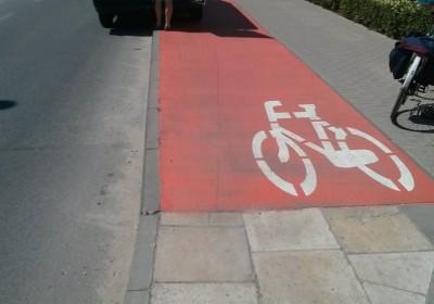 Ślepe zakończenie drogi rowerowej na ulicy Batalionów Chłopskich