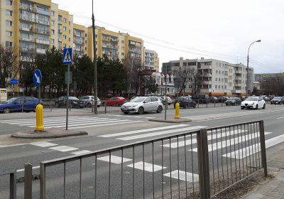 Przejście przez Powstańców Śląskich przy przystanku Pirenejska