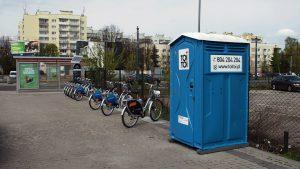 Toaleta przy skrzyżowaniu Radiowej i Powstańców Śląskich