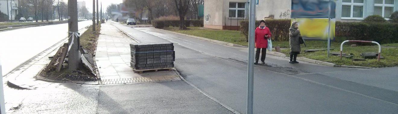 Ciąg pieszo-rowerowy przy przychodni Powstańców Śląskich 19
